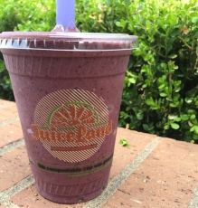 Lunch: Soul Boulder smoothie from Juiceland (coconut water, banana, blueberry, cherry, almond, cacao powder, brown rice protein, coconut oil, vanilla, cinammon)